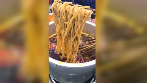 90年代成都麻辣烫,老锑锅煮串串