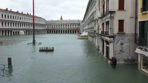 """威尼斯遭53年来最严重洪灾:损失10亿欧,2000万赈灾恐""""杯水车薪"""""""