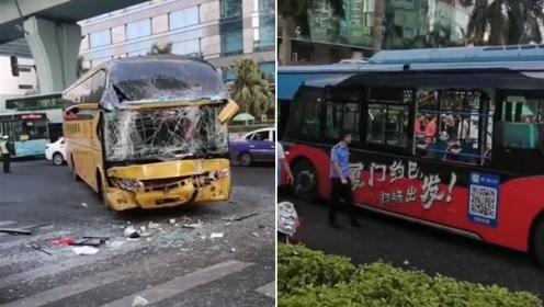厦门一大巴车与公交车相撞致多人受伤 挡风玻璃碎成蜘蛛网