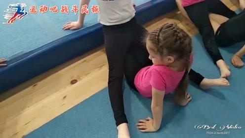 涨知识!原来俄罗斯体操队的小萝莉们是这样压腿的