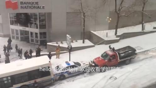 汽车搞笑现场:路面太滑,汽车排队溜车,搅成一锅粥了!