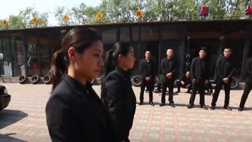 看到这群摸爬滚打的中国女孩 海外网友说:太酷了