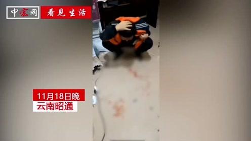 男孩被家长暴打抱头大喊救命 警方回复:小孩已送医