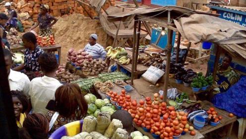 非洲人吃不饱饭?看过当地菜市场后,游客:终于明白为什么了!