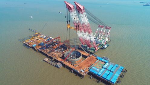 1800吨!深中通道伶仃洋大桥西索塔首个钢吊箱成功下放