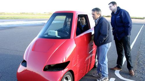 大爷发明1米宽的汽车,百公里加速4秒,性能堪比跑车