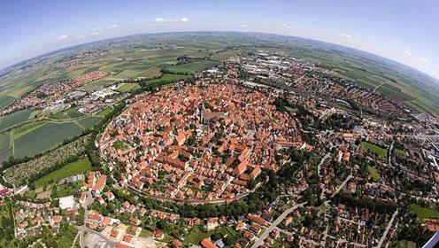 全球最值钱的小镇 城墙内镶有7.2万吨钻石 游客来此禁止带工具