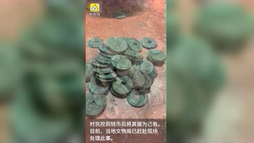 甘肃一拆迁工地挖出大量古币,村民持铁锹连夜淘金有人挖出6斤