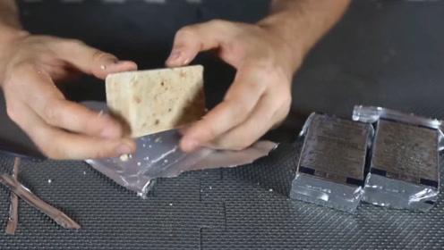 小哥用军用压缩饼干做实验,想知道它为何能抗饿,煮开后一目了然