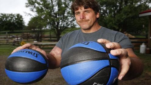 他是掰手腕界的大力神,一只手抓起篮球,前臂围粗达49公分!