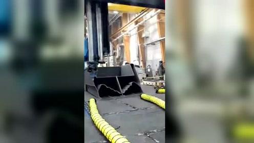 世界最大的3D打印机,一口气打出一艘巡逻船