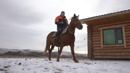 这下更解释不清了!内蒙古快递员雪中骑马送快递