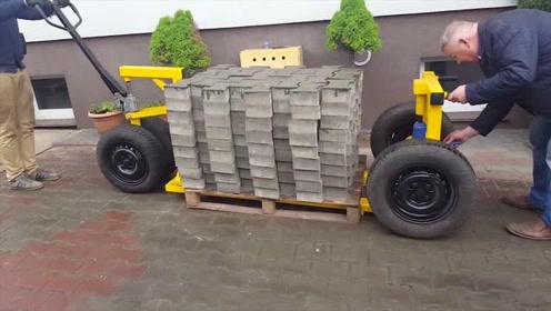 老外发明的搬砖神器,能轻松搬运几千块砖头,成本只要200块