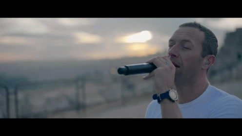 Coldplay新专辑《Everyday Life》户外日出演唱会首播