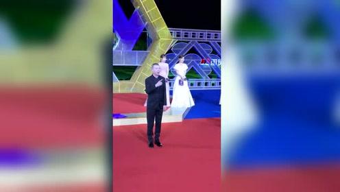 冯小刚徐帆与黄轩杨采钰现身红毯,这个组合也是太A了!