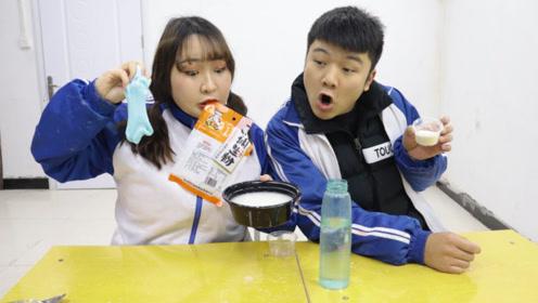 同桌用淀粉做非牛顿流体,没想柚柚会用淀粉和水做无硼砂泥