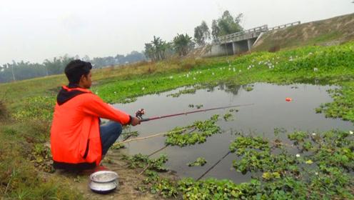 印度小哥河边钓鱼,野生鱼一条比一条大,你不一定见过