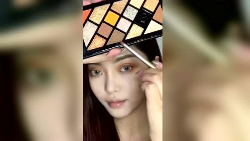 超吸晴的妆容教程,论眼妆的正确化法,各种颜色都来一点肯定好看?