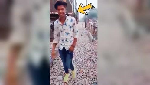 男子上一秒还在开心拍小视频 结果下一秒就悲剧了