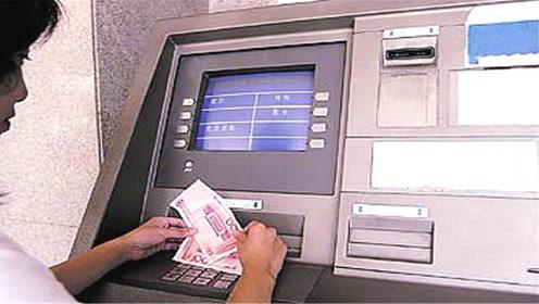 为什么银行员工总让客户去ATM机上取钱?好多人不懂咋回事,看看