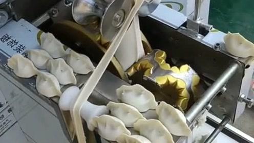 终于看到了有灵魂的饺子机,成品饺子上还带有花边,跟人包的一模一样!