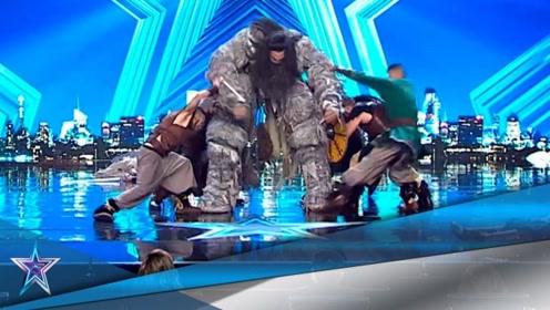 国外小伙上场表演特技,巨人登台后霸气侧漏!看完全场热血沸腾