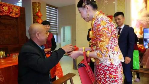 广西一空姐,因太漂亮嫁入豪门,给千万公公敬茶,猜猜给了啥?