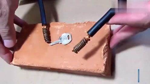 """废旧的变压器铜线不要卖废品了,看牛人是怎样把它做成""""玩具""""的"""