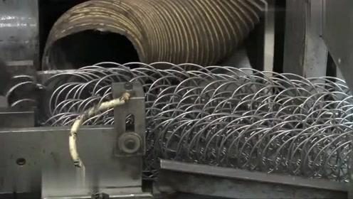 实拍铁丝床垫的制造过程,网友:德国制造技术确实牛!