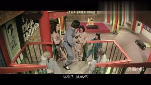 成龙动作片:少林寺藏经阁闹鬼,胆大的成龙一个人睡在藏经阁