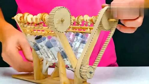 没想到用木头和塑料制品做的发动机,还能启动运转,厉害了!