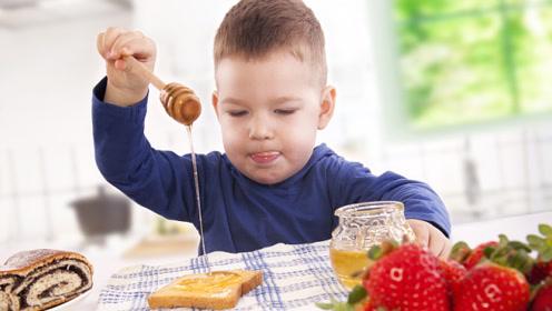 孩子吃蜂蜜是好是坏?小于这个年龄,给孩子吃蜂蜜风险有点大!