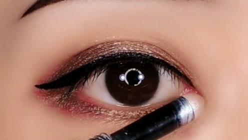 眼妆这样画,眼睛立马看起来放大好几倍,超级好看