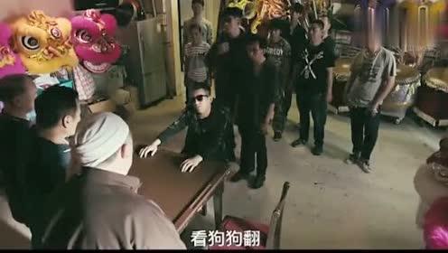 东北黑社会带了几十人,去围攻香港洪兴的地盘