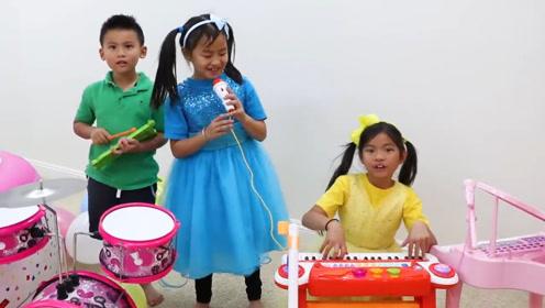 三兄妹给阿姨过生日,组建了一只小乐队,为她唱了生日歌!