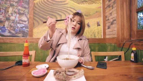 嫩滑的排骨与浓汤,加上顺滑的米线