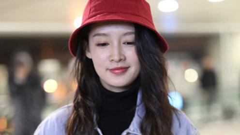 李沁戴小红帽可爱减龄 肤白貌美气质甜