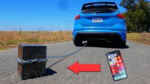 土豪老外拿全新iphone放在车后拖,再拿出来可就凉凉了