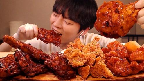 韩国小哥吃酱香鸭腿,搭配金黄酥脆的炸鸡和糯米球,吃到停不下来!