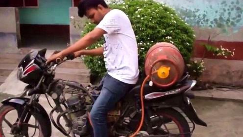 印度男子加不起油,用煤气代替汽油,围观群众:还真行,长见识了