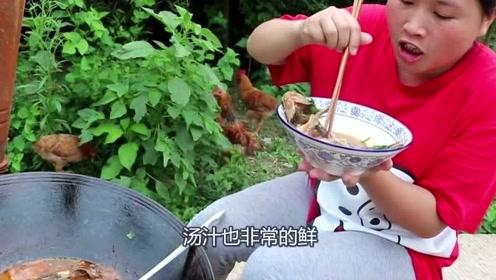 还有比红烧肉还好吃的菜,胖妹4斤河鲜焖一锅,好吃到停不下嘴