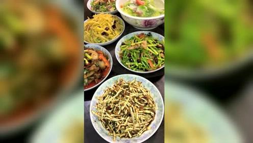 贵州人吃晚饭,一定不能少了辣椒!