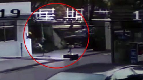 女司机驾车遇碰擦突失控 撞倒围墙立柱砸死22岁外卖员