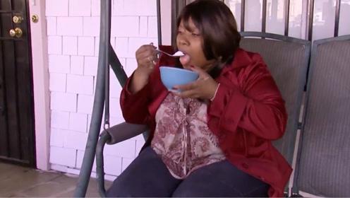 """女子患有""""异食症"""",每天要吃掉200斤洗衣粉,天天偷着吃"""