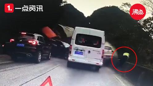 生死瞬间!大货车失控连撞多车 交警飞身跳下公路躲过一劫