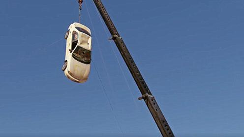 老外把汽车吊到40米高空,从上面直接扔下会怎样?老外真会玩!