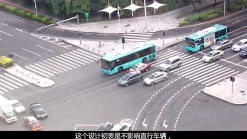 绿灯时进入左转待转区,突然变红灯,走还是停,老司机:这样做6分才不被扣