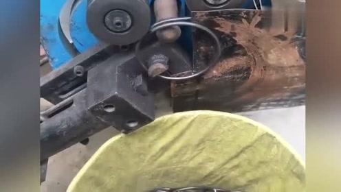 实拍工厂机器加工过程,网友:机械化的操作过程是在是太爽了!