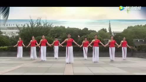 最美茉莉广场舞《嘎域明珠》!优雅中三柔似水!轻松舞步有韵味!