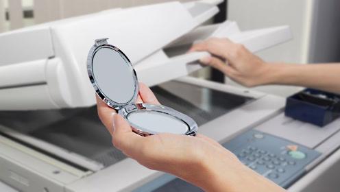 用扫描仪扫描镜子,会发生什么?扫出的图案也太神奇了!